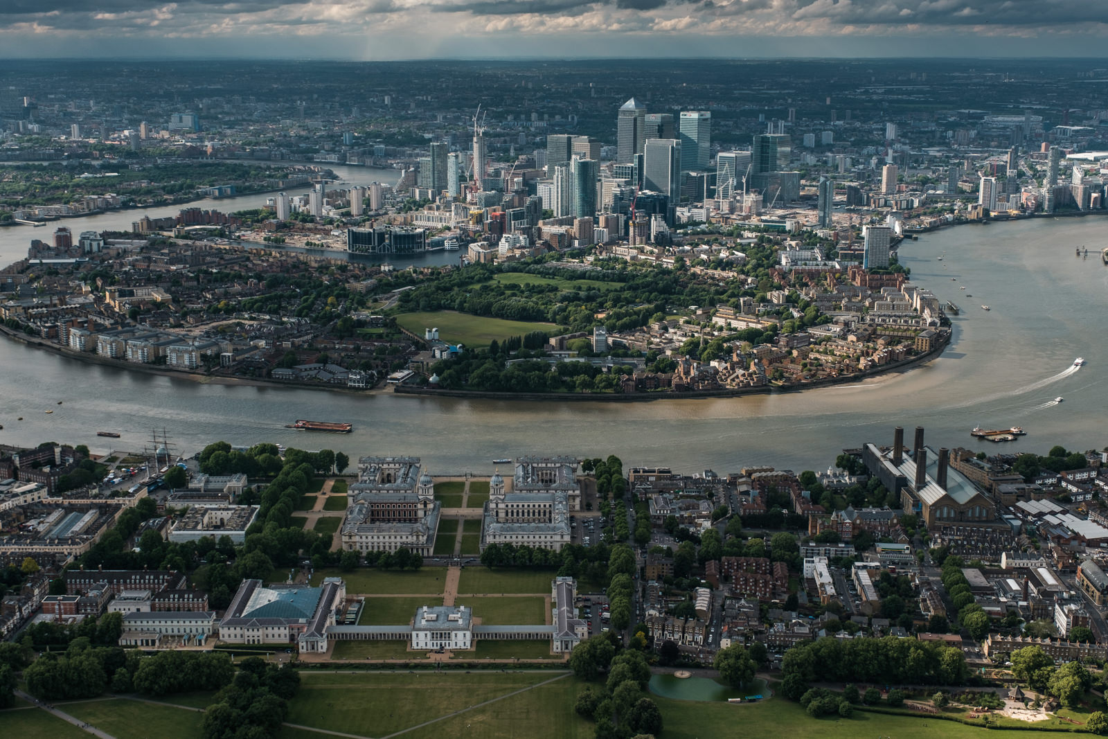Isle of Dogs and Greenvich- with 16-55mm f2.8 @30mm, f4.5, iso200, 1/1000s