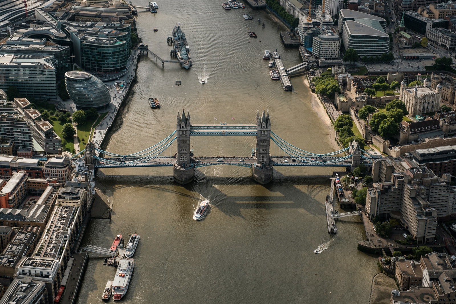The Tower Bridge - with 16-55mm f2.8 @55mm, f4, iso200, 1/1000s