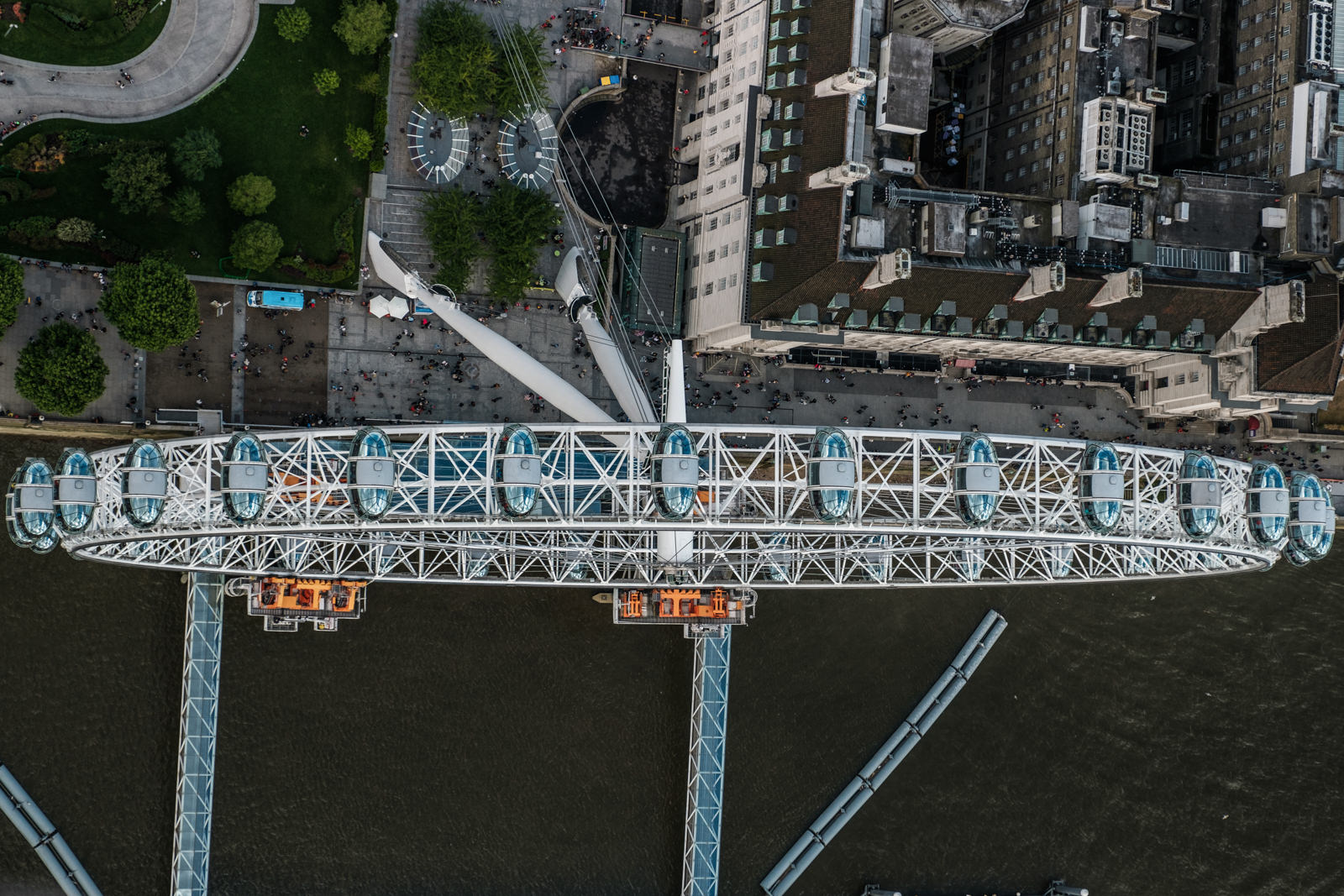 Over the London eye - with 16-55mm f2.8 @42mm, f3.2, iso200, 1/1000s