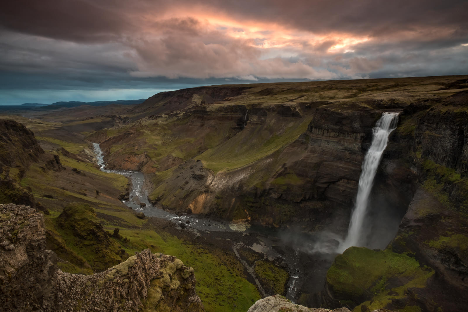 Sunset at Haifoss, the river Fossá, a tributary of Þjórsá, drops here from a height of 122 m. This is the second highest waterfall of the island. (XF 10-24mm f4 at 10mm 1/3s f11 ISO200)