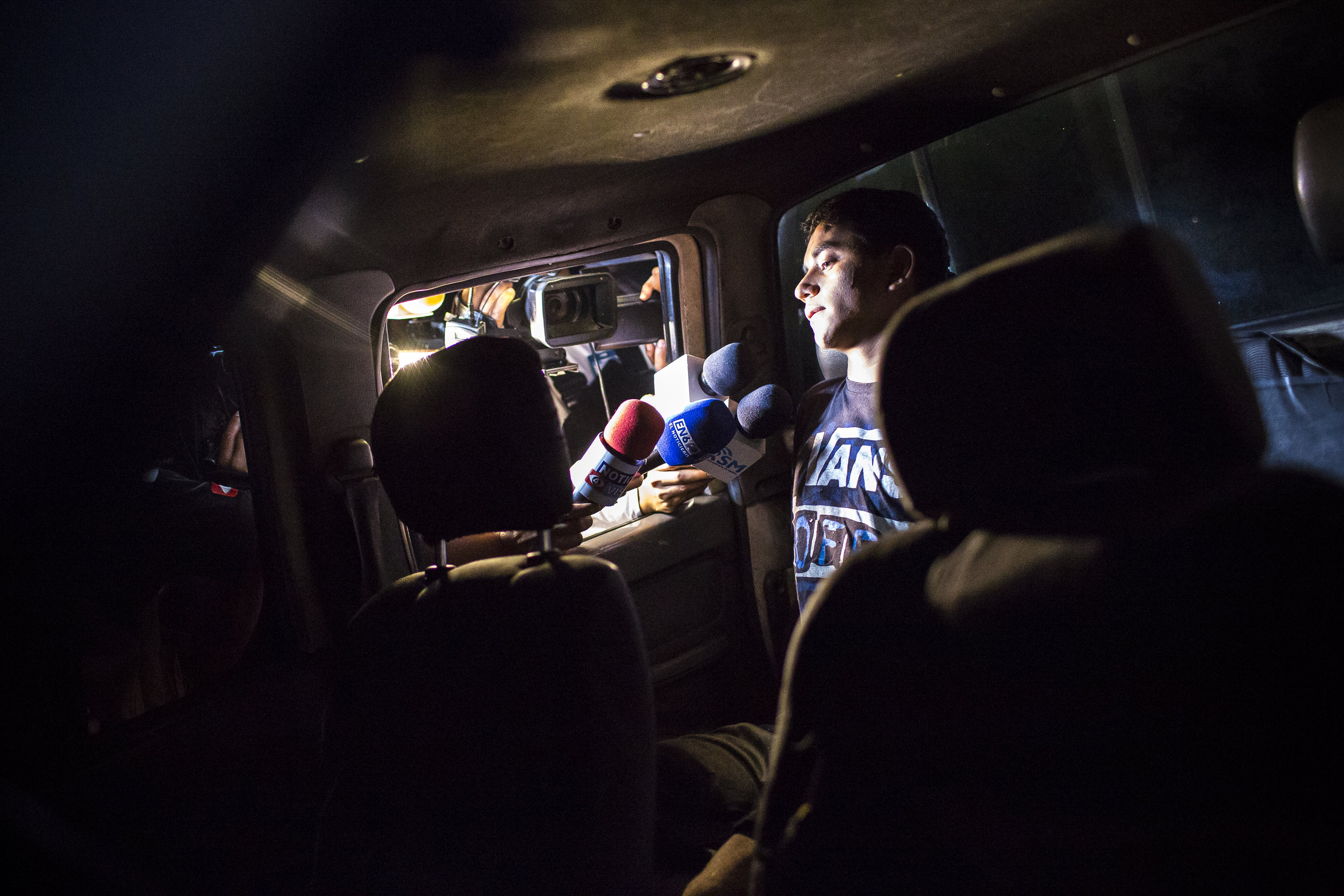 AYAGUALO, EL SALVADOR. An alleged gang member is publicly arrested after a shootout with the police.