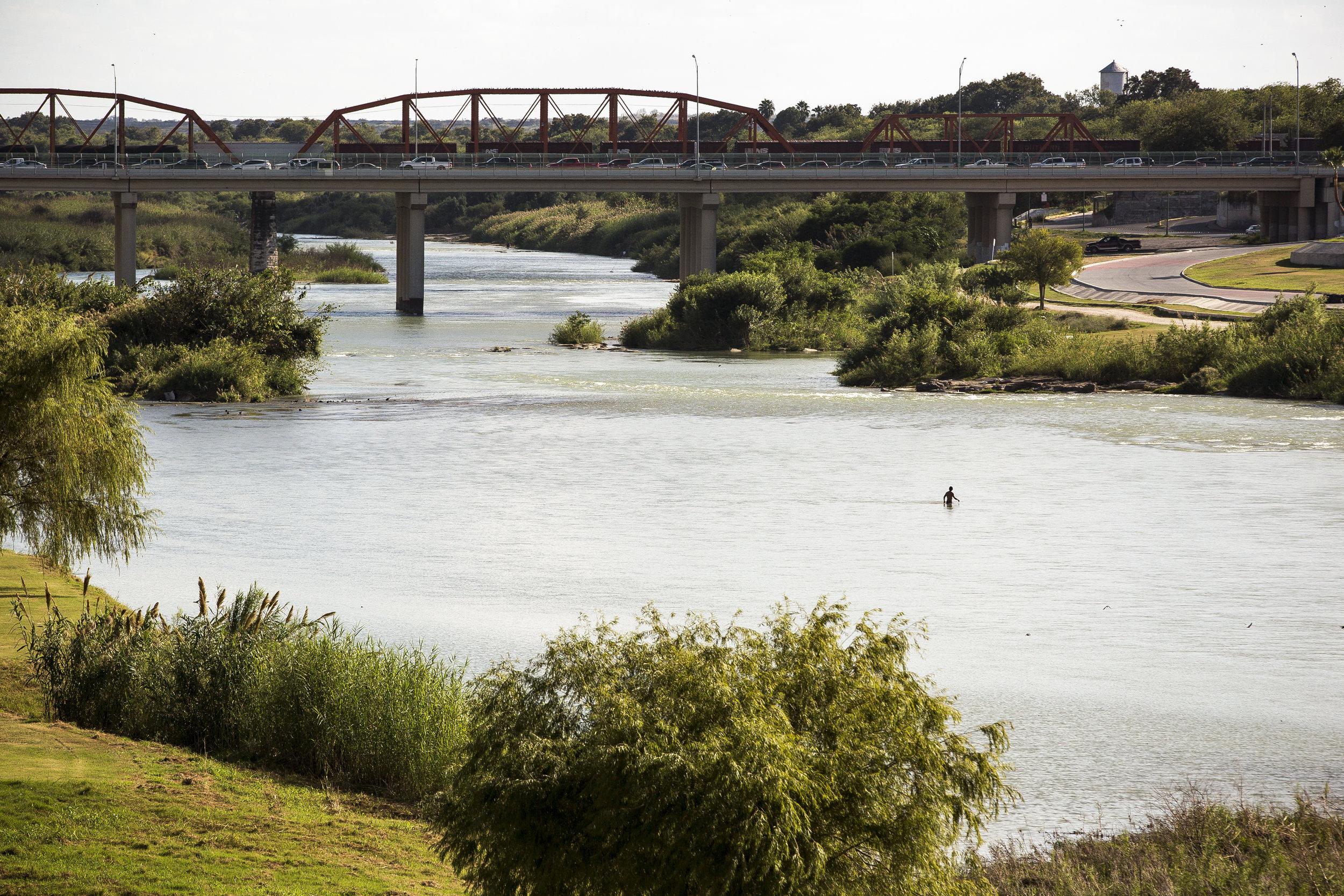 The international bridge and Rio Grande river between Eagle Pass and Piedras Negras. Photo by Martin do Nascimento