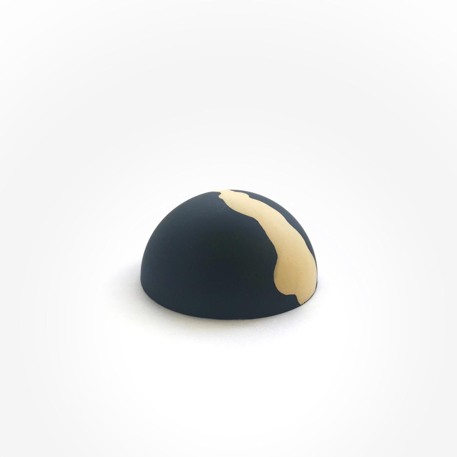 velvet black, naples yellow