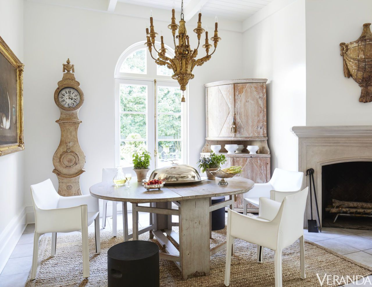A New Orleans home featuring several Gustavian style furniture items; Image via Veranda Magazine