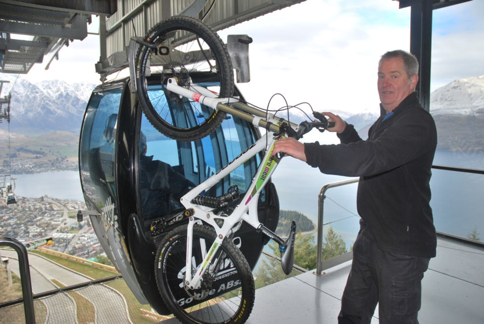 Skyline-chief-Ross-Davidson-offloads-the-Zerode-bike-at-the-top-of-the-gondola-med-res