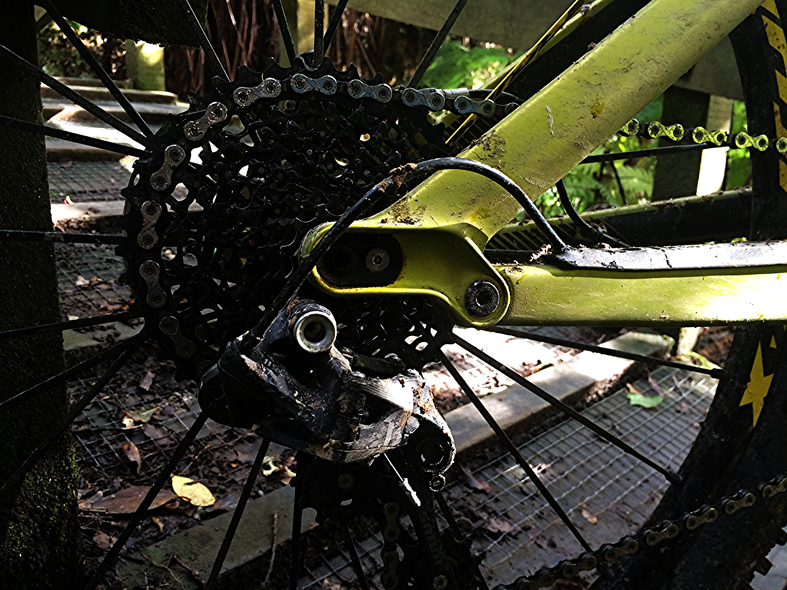 The whole bike is beautifully crafted with clean swooping lines and nothing out of place. No, the wheel base isn't adjustable in this Horst link style rear end in case you were wondering at this axle tab. Full XO1 groupset but with a pinned XG cluster.