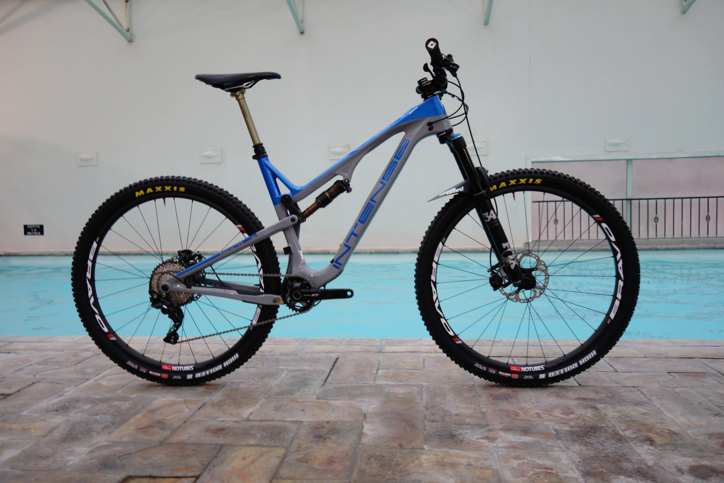 The 29er Primer. Comes in this SL version with carbon rocker link and titanium hardware or a standard alloy rocker with steel bolt kit . 115-130mm. 67.5 degree head angle.