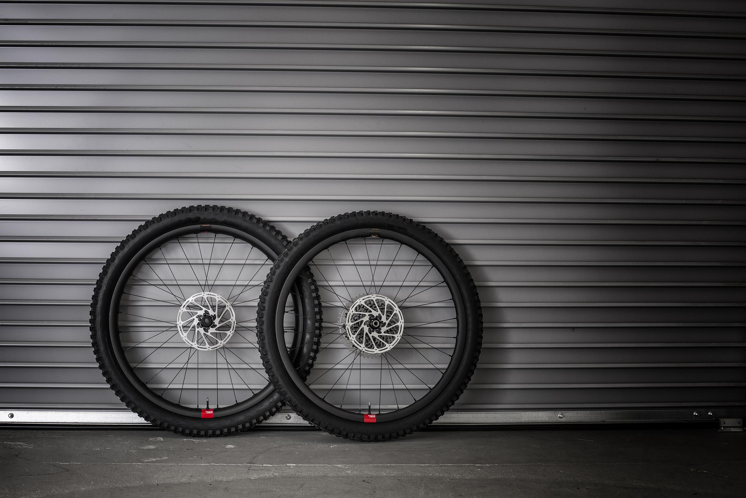 reserve_wheels_grey_rollup.jpg