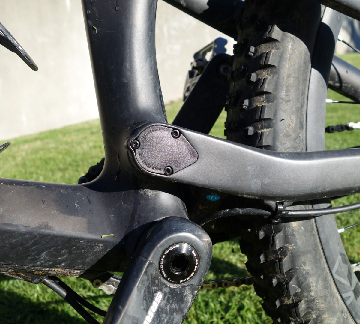Rubber sealed pivot caps to protect your bearings