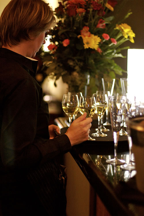 winebar-person-500x751-80.jpg