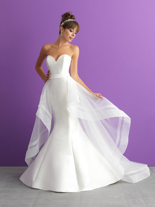 Style 3000 - Size 8/10 & 12/14Was £980 Now £680