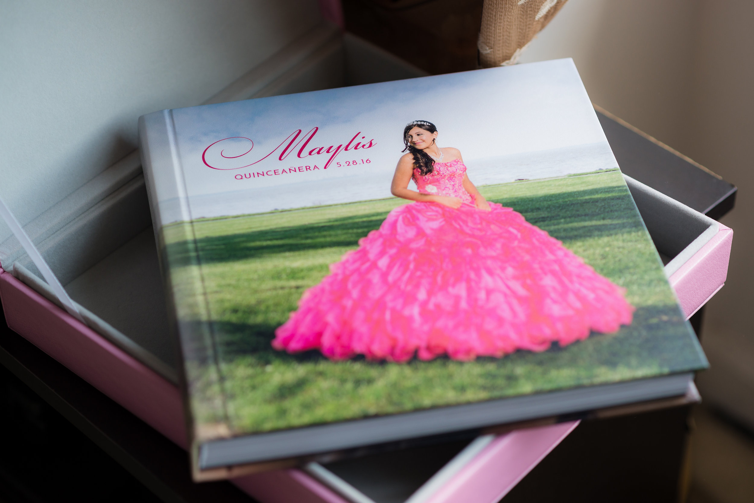 Álbumes diseñados y hechos especialmente para su quinceañera por Garcia Photography.