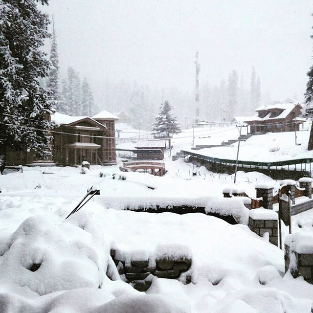 Last night saw the second big snowfall for the season. Time to start taking notes and watch the snowpack form, these early storms are usually the cause of our instability. #di5adv #himalayan #powderhunters #kashmir #prayforsnow #gulmarg