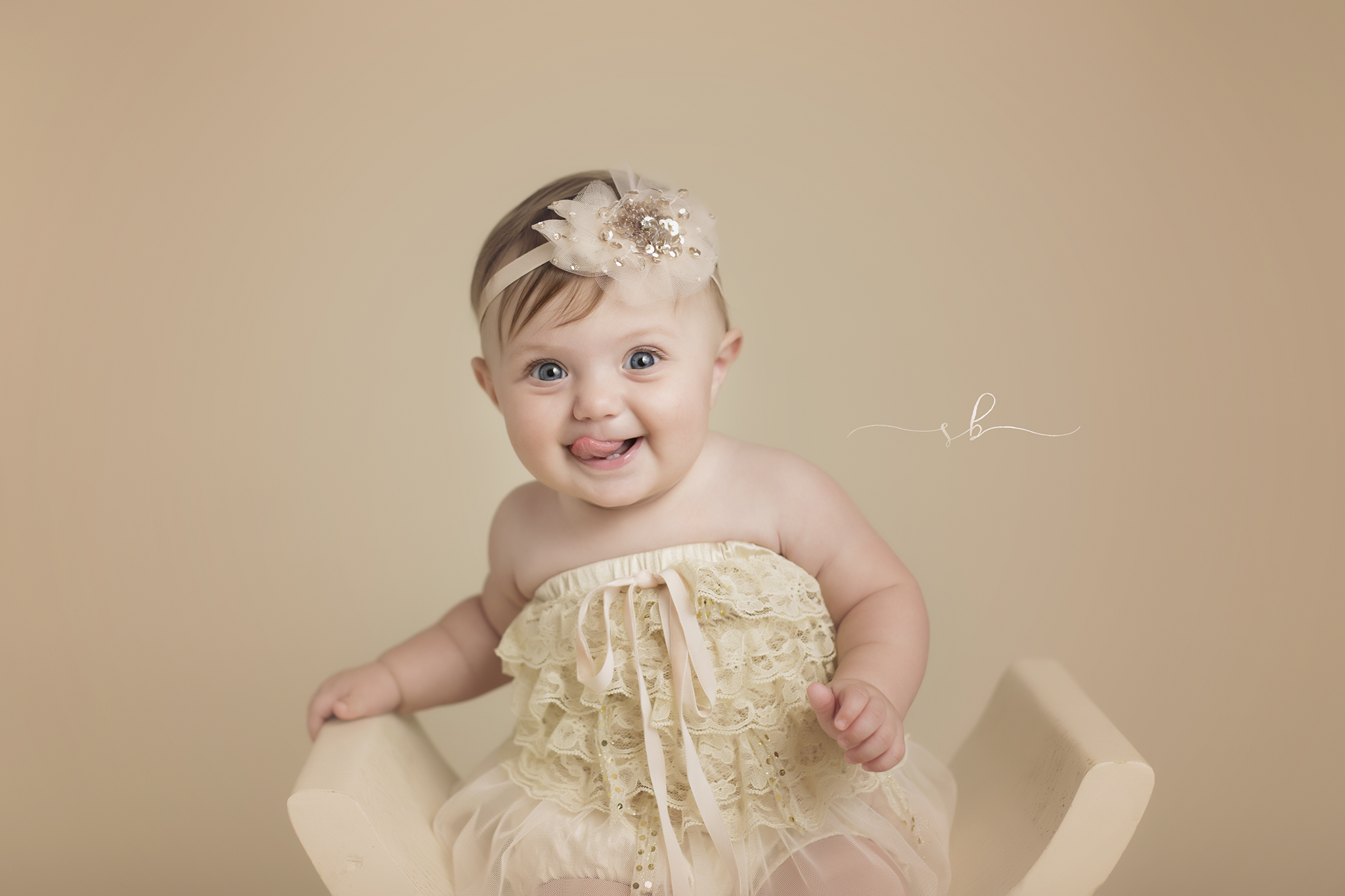 Aurora couldn't keep her tongue in her mouth at her 6 month photography session!