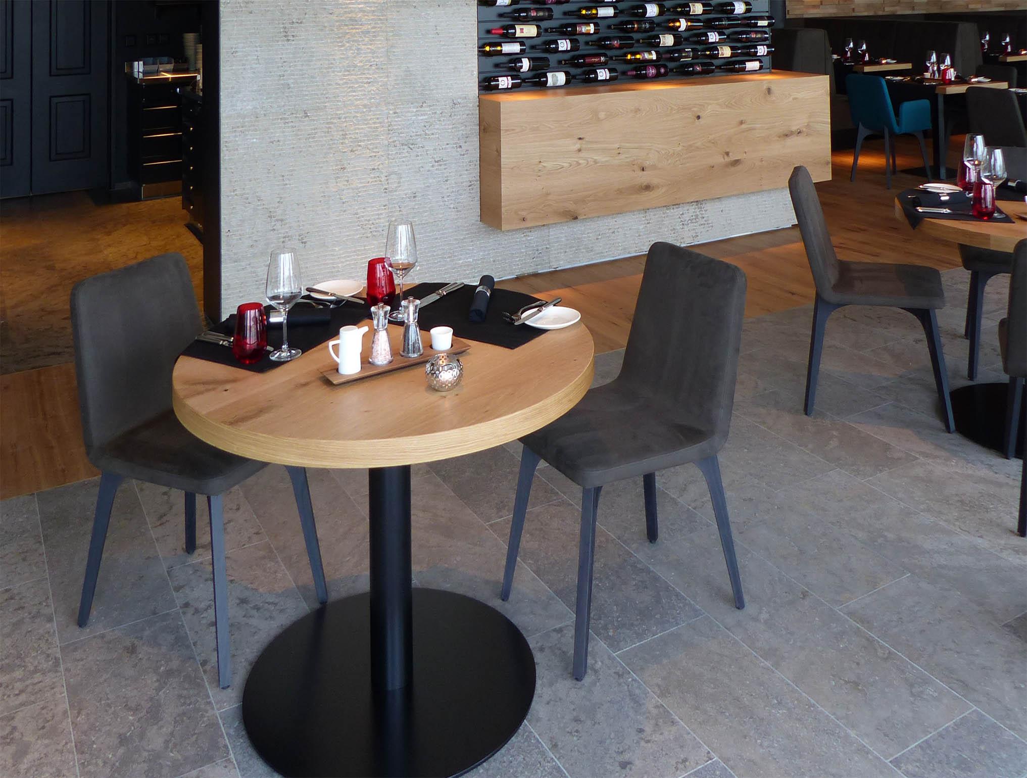 Der Natursteinboden im Restaurant ist praktisch und schön zugleich.