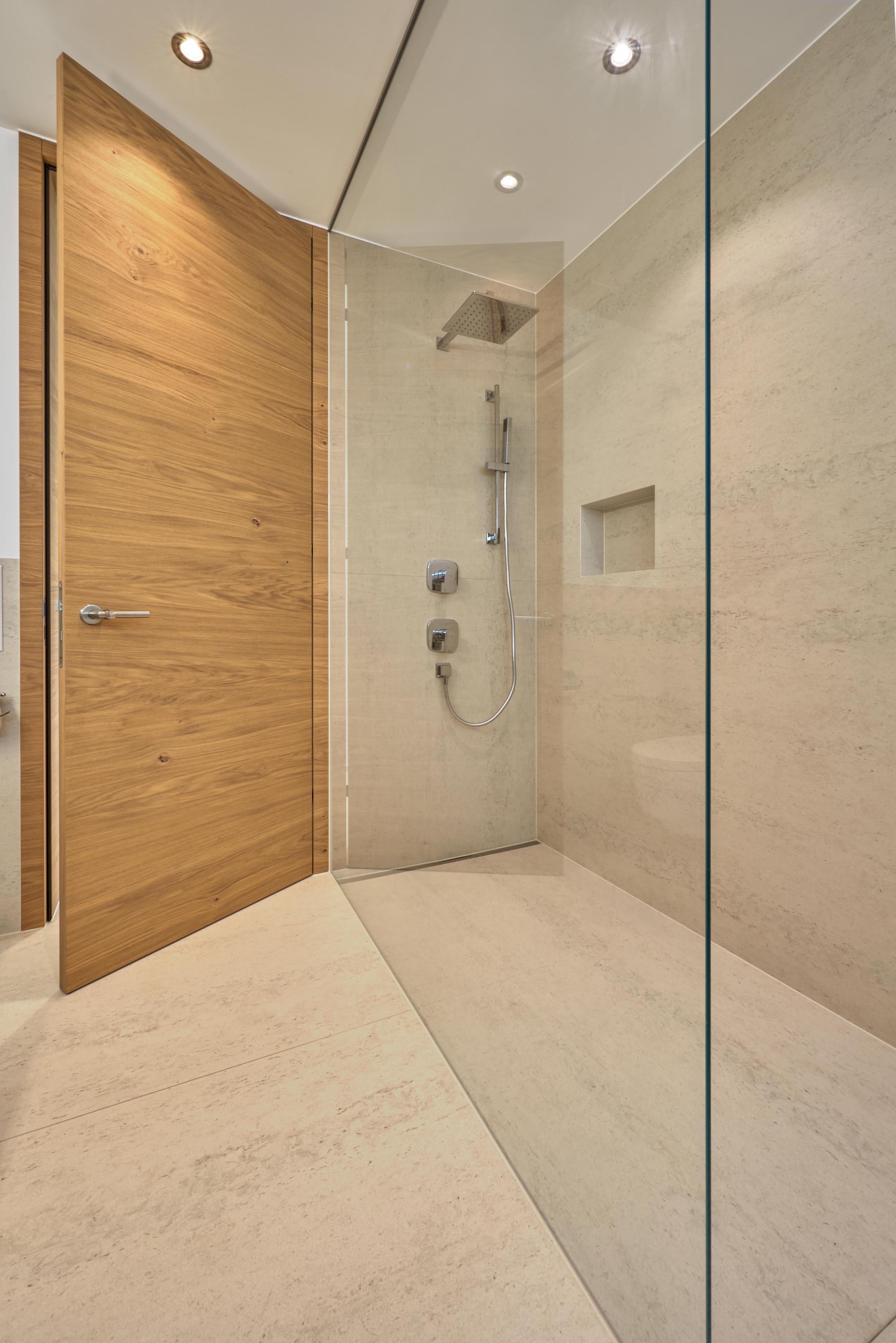 Badezimmer & Dusche in Kunststein
