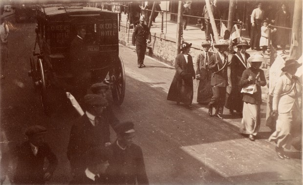 Suffragist marchers in Penzance, 19 June 1913 taken by E. Thomas. Image courtesy of Penlee House Gallery & Museum, Penzance.