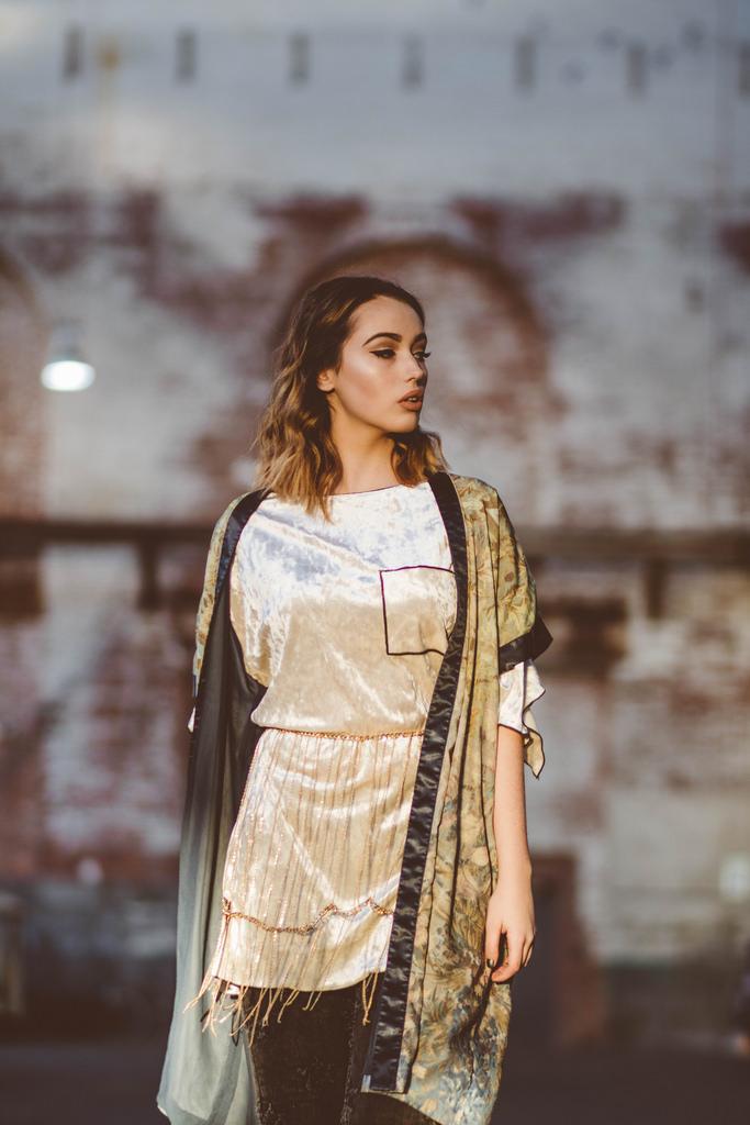 Bla ck distressed denim: Zara. Gold velvet top: Zara: Chain belt: Nasty Gal. Kimono: H&M.