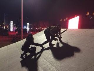 Sculpture climbing (falling).