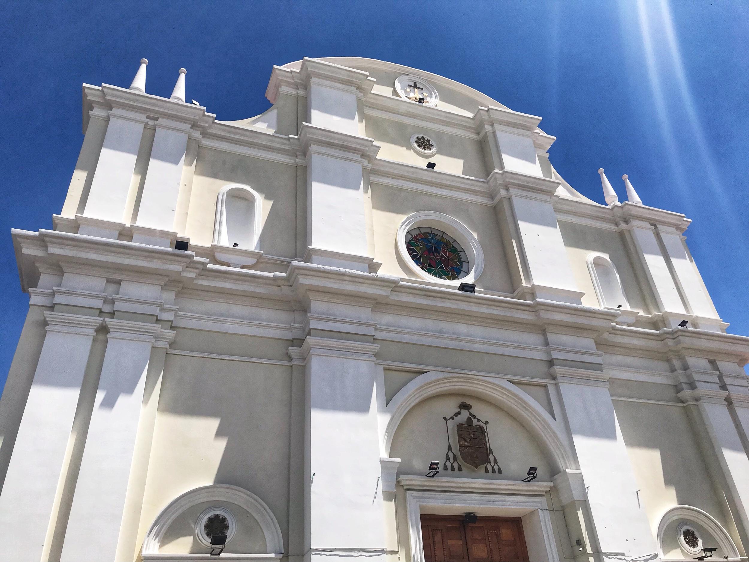 Iglesia de San Jorge La Laguna on the central square in Solola