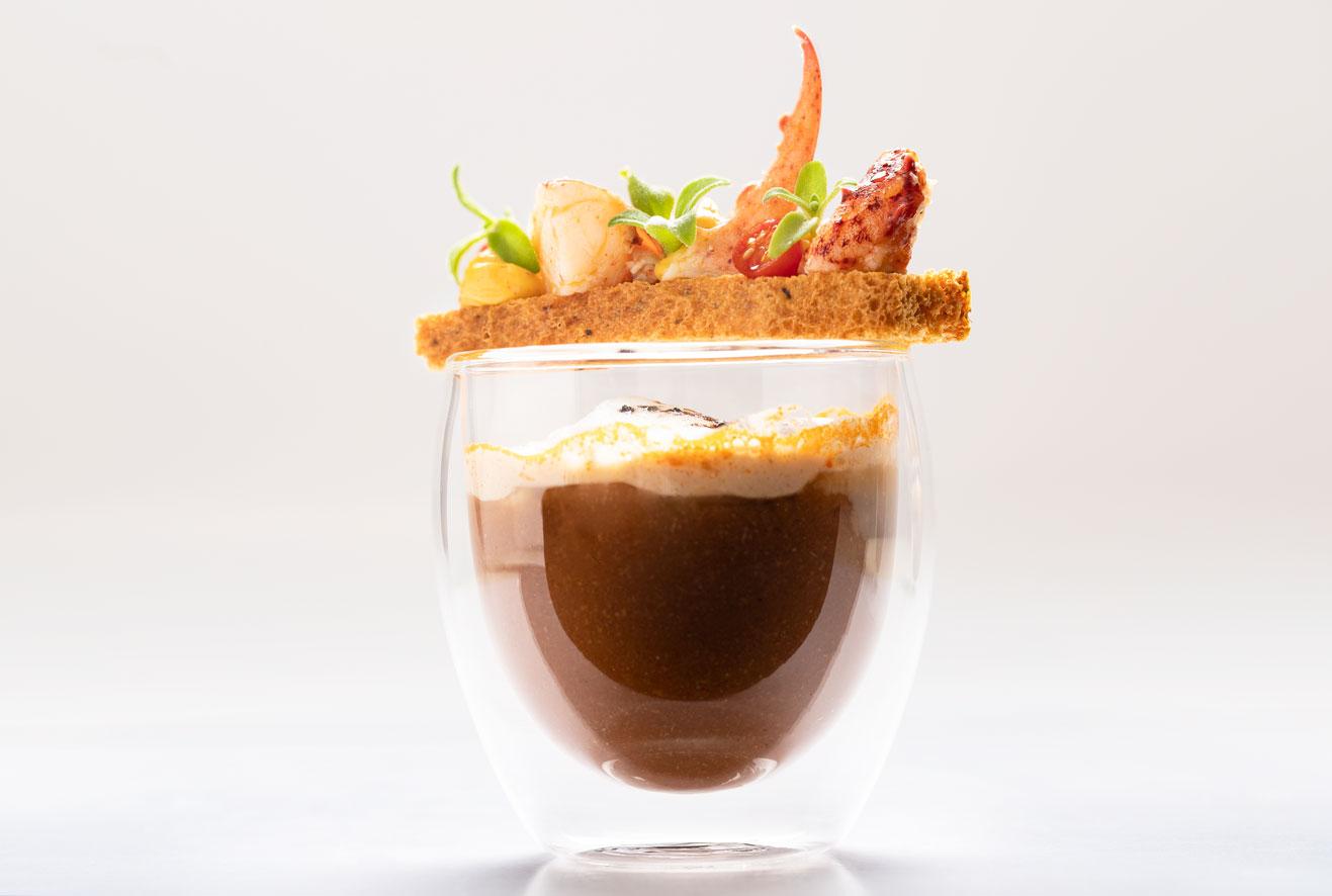Cappuccino van kreeft, bruschetta met aioli - LA TÂCHE