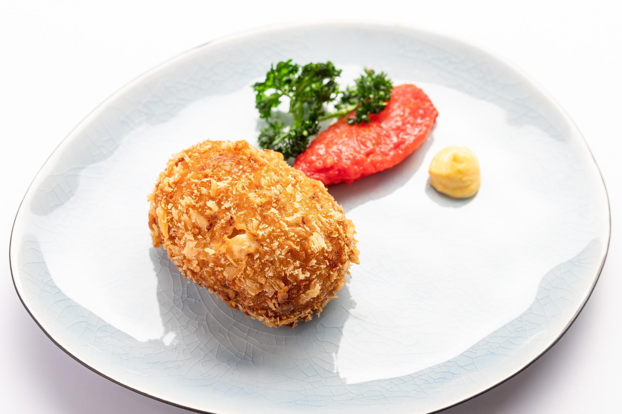 Zee-Brugse garnaalkroket, citroen aïoli, gekonfijte tomaat, gefrituurde peterselie - 'T PAKHUIS