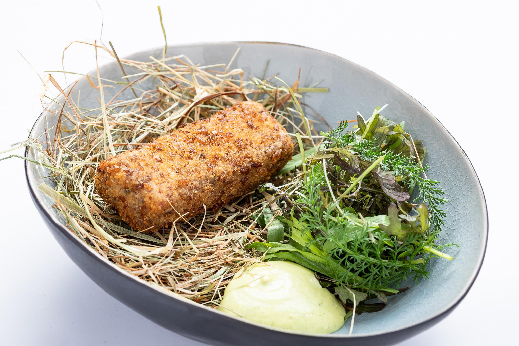 Vleeskroket, béarnaisecrème, kruidenslaatje - GOFFIN *