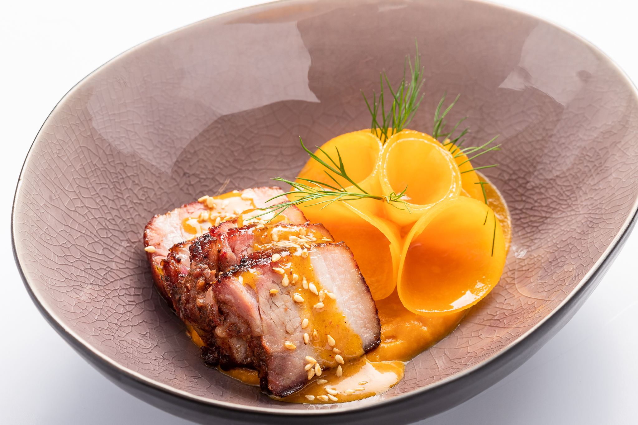 Roasted and lacquered Bras pork, pickled butternut, spicy peanut sauce - DE MANGERIE