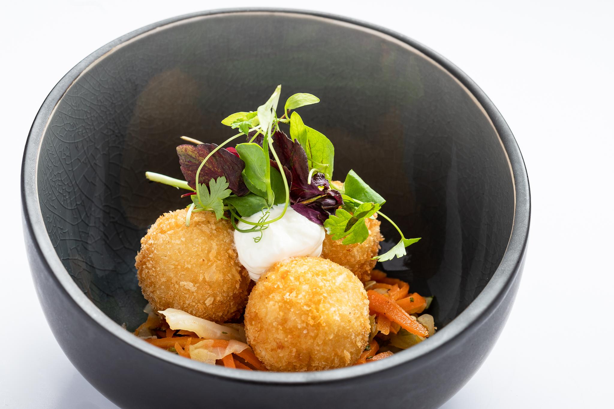 Chicken balls, chorizo, Roux des Carmes cheese, lime yoghurt - D'S DELDYCKE TRAITEURS