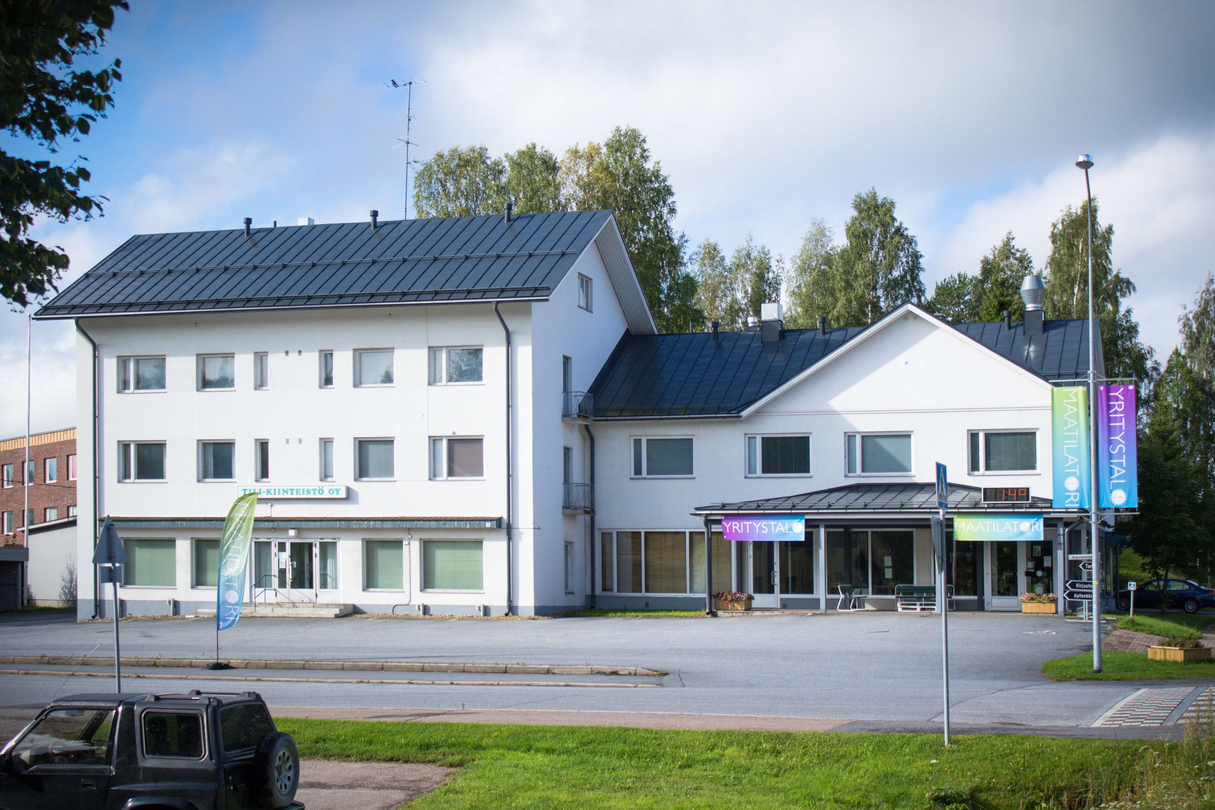 Yritystalo_maatilatori_kesalla.jpg