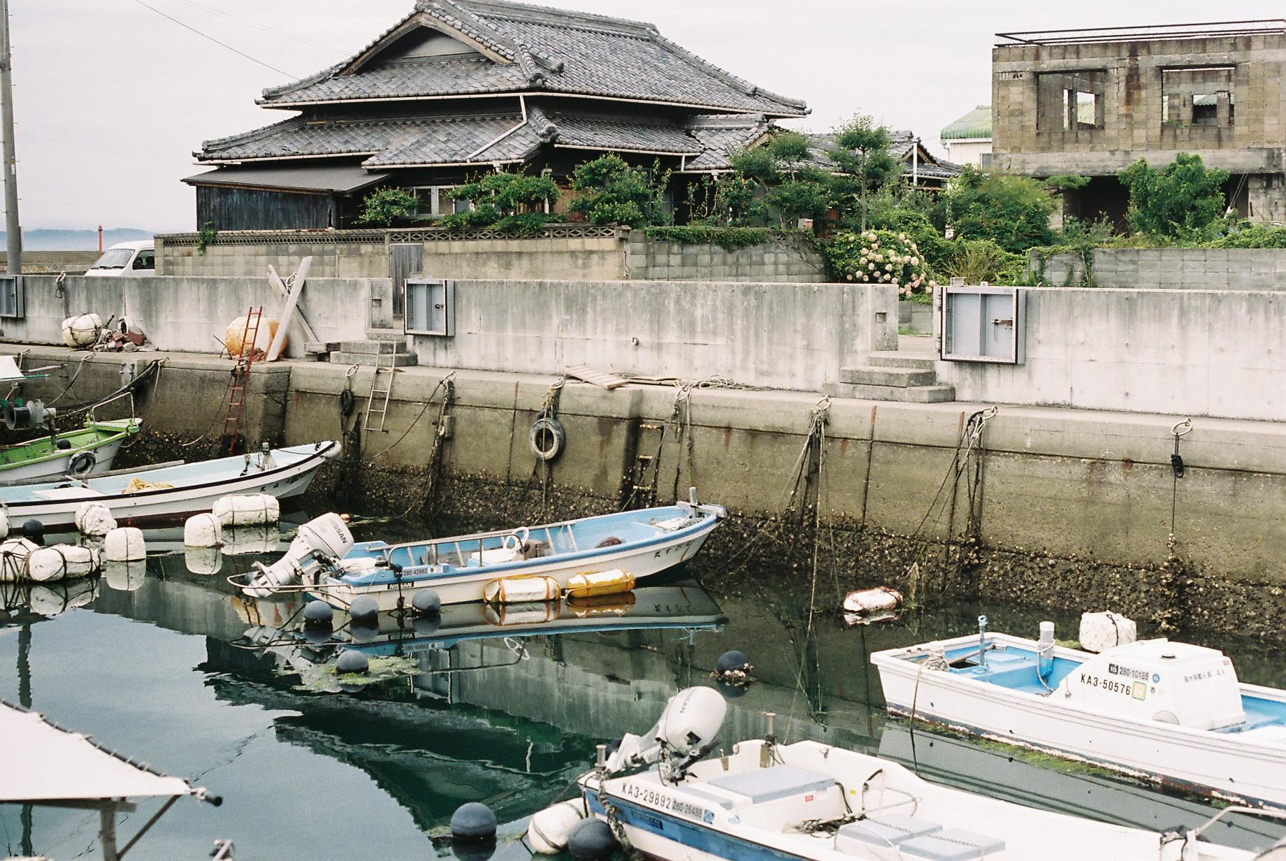 Taken after arriving at Teshima Island. Shot on 35mm Portra 400 film.
