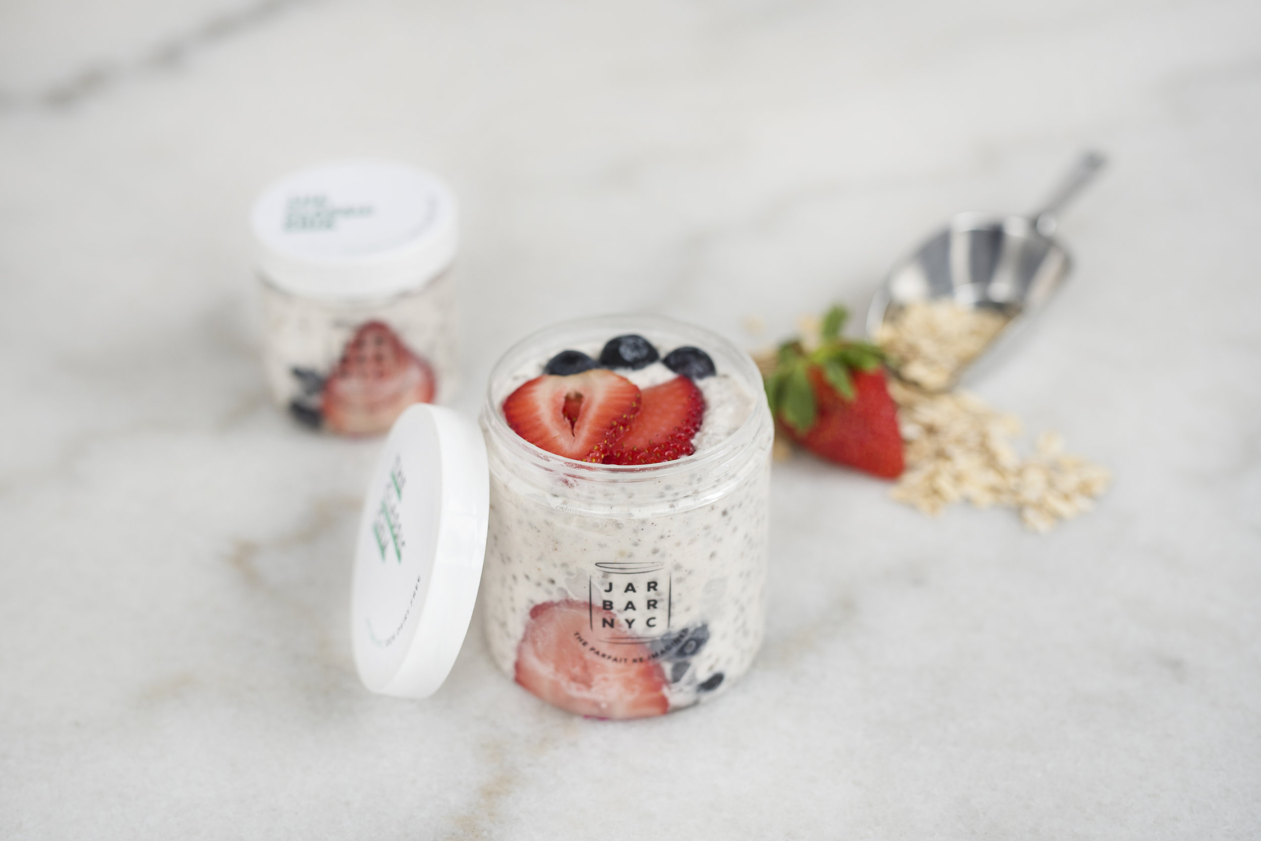 THE CLASSIC CHIA : classic chia pudding layered with fresh berries, a play off the traditional yogurt and berries breakfast parfait.  Ingredients: unsweetened coconut milk, chia seeds, organic pure vanilla extract, organic amber agave, fine sea salt. PLEASE NOTE FRUIT IS NOT INCLUDED WITH THIS JAR, IT IS JUST THE PLAIN CHIA PUDDING.