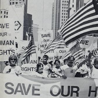 50 Jahre Stonewall / 25 Jahre Pride - Der Kosmopolitics-Abend steht ganz im Zeichen der LGBTI*-Bewegung. Thematisiert wird u.a., wie wichtig der New Yorker Aufstand vor 50 Jahren für die gesamte Bewegung war, als sich Transmenschen, Lesben, Schwulen, Bisexuelle am 27. Juni 1969 erstmals öffentlich gegen die Razzien der Polizei im «Stonewall Inn» an der Christopher Street wehrten. Was hat dies der Bewegung gebracht? Wohin müssen wir uns bewegen?27.05.19, 20.00, Kosmos, Zürich