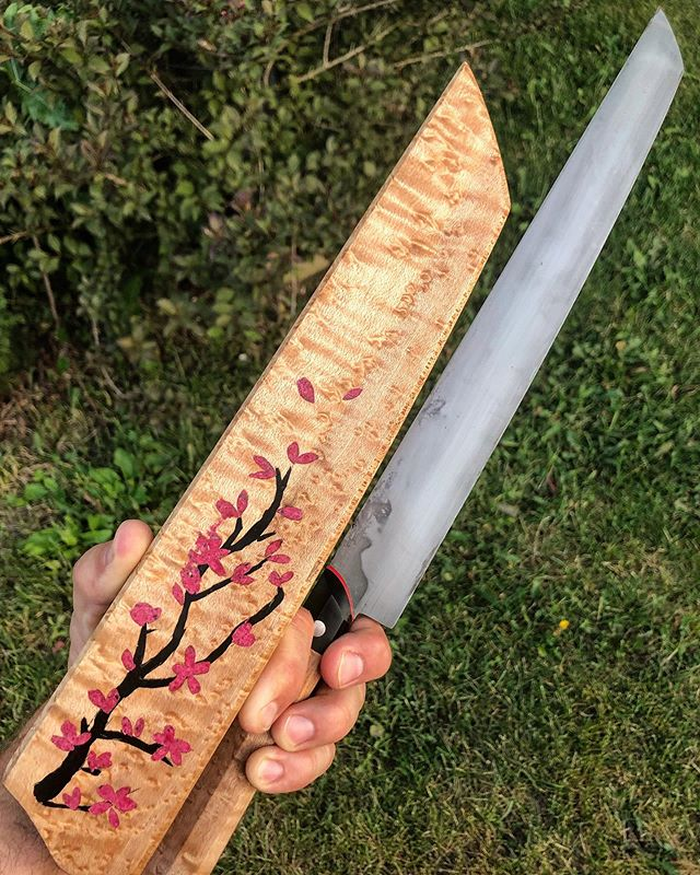 Finally about finished with the saya I've been playing around with. I've had the idea for a while to make a water color style inlay of cherry blossoms for a sujihiki, and finally couldn't put it off any longer. Hand carved and inlayed/cast with superfine charcoal and mica powders into this gorgeous birdseye maple I got from @indyurbanhardwood, which matches the handle on this 1095 steel sujihiki.
