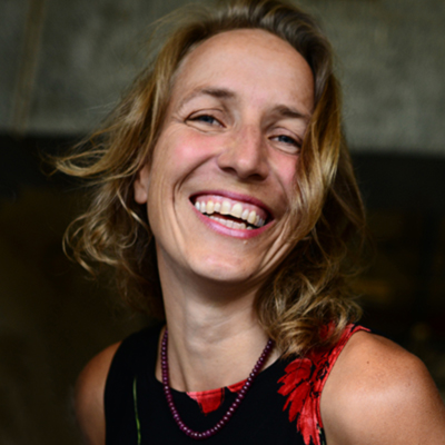 Kathrin Hunger  : my friend and co-inspirer; yogi, raw food gourmet, photographer, baker, designer, quadri-linguist, mother of twins ... find out more about her  here .