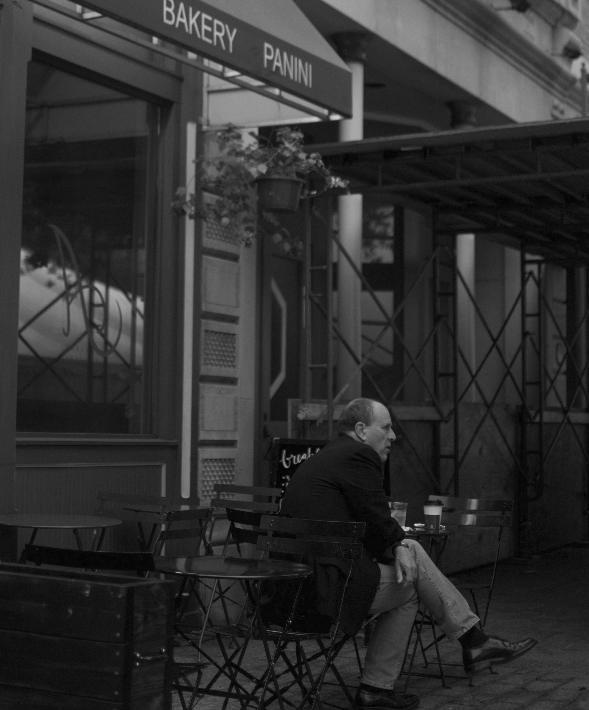 """Coffeeshop Loner"""
