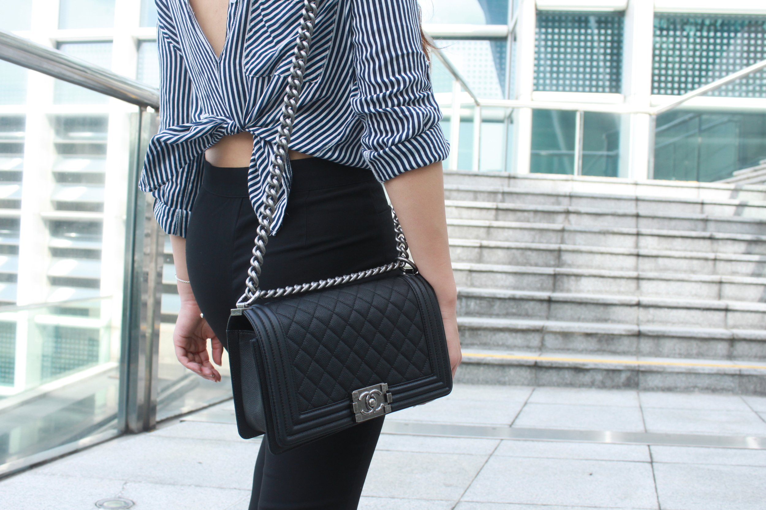 Zara striped shirt  /  Mois black skinny flared pants  / Venilla Suite black vintage heels / Chanel le Boy Chanel 25 Caviar