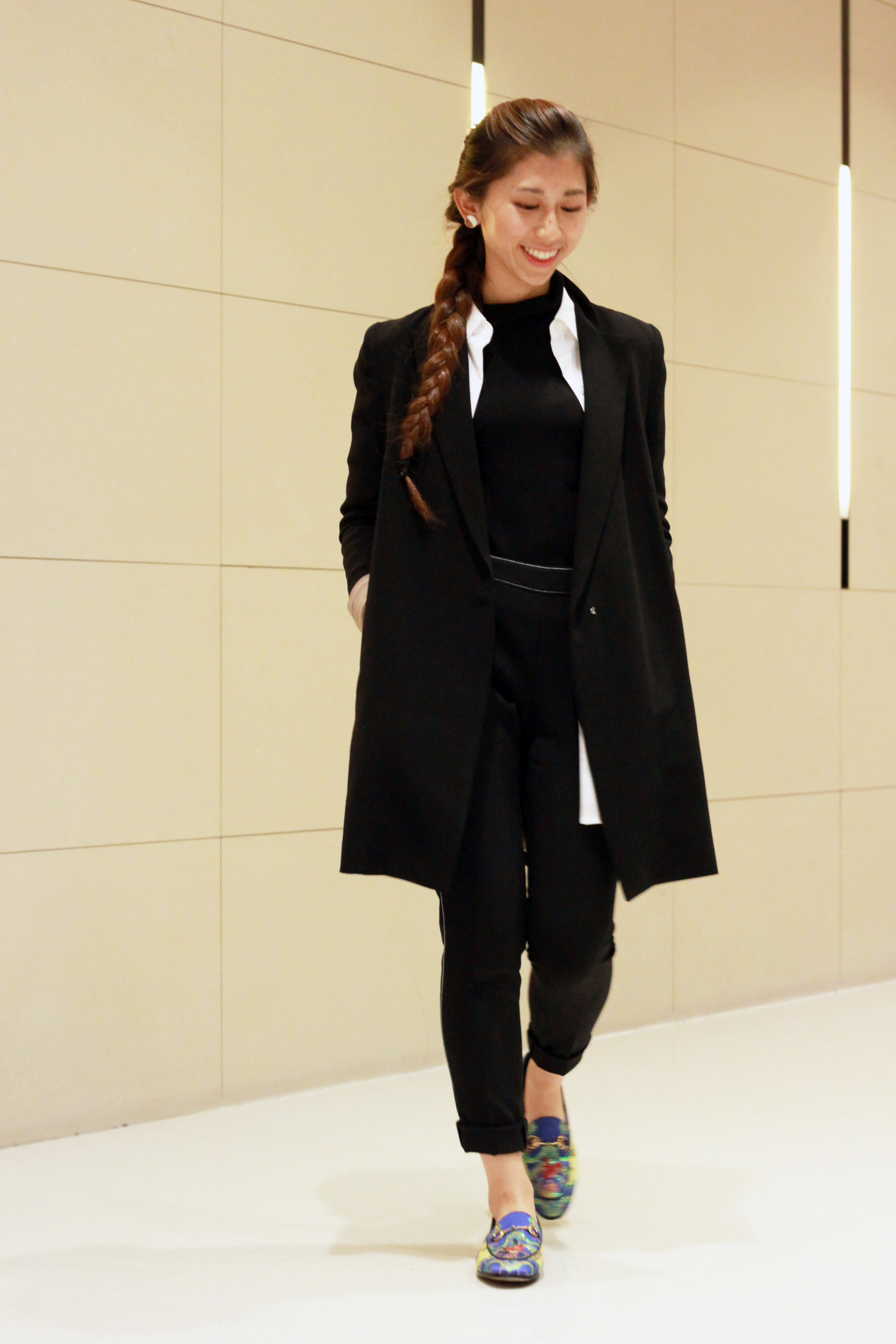 Long black blazer / Theory white shirt / Giordano Ladies cashmere black knit / Giordano Ladies pyjamas pant /  Gucci Jordaan horsebit-detailed jacquard loafers