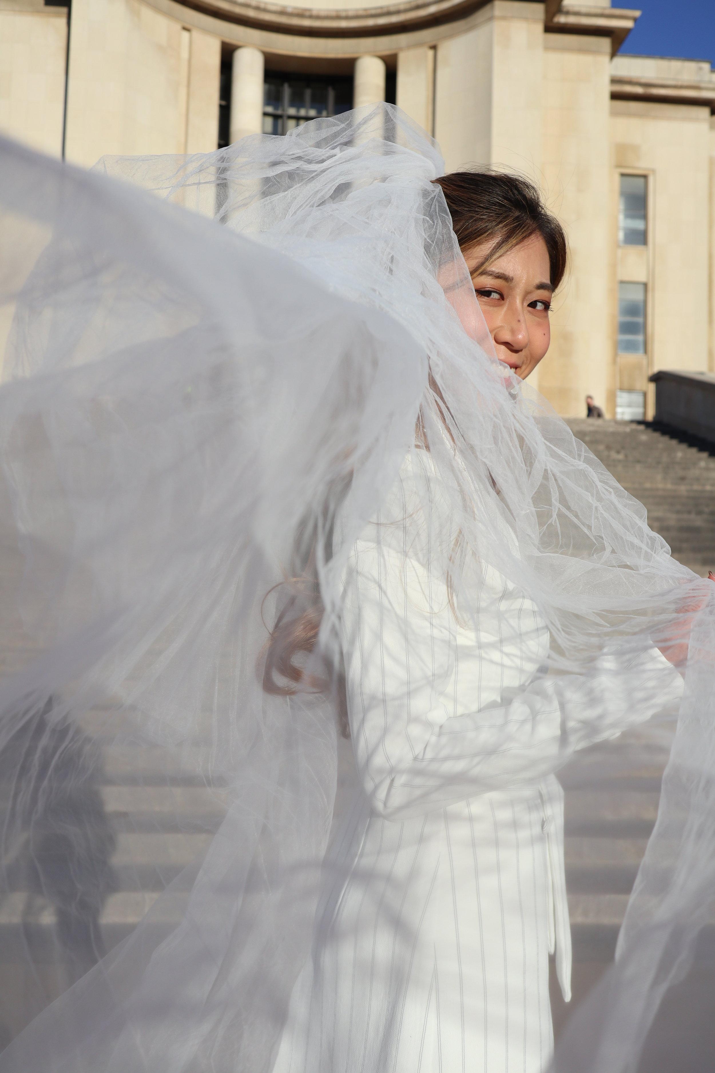 - Veil: CASPIA LILI Iris veil