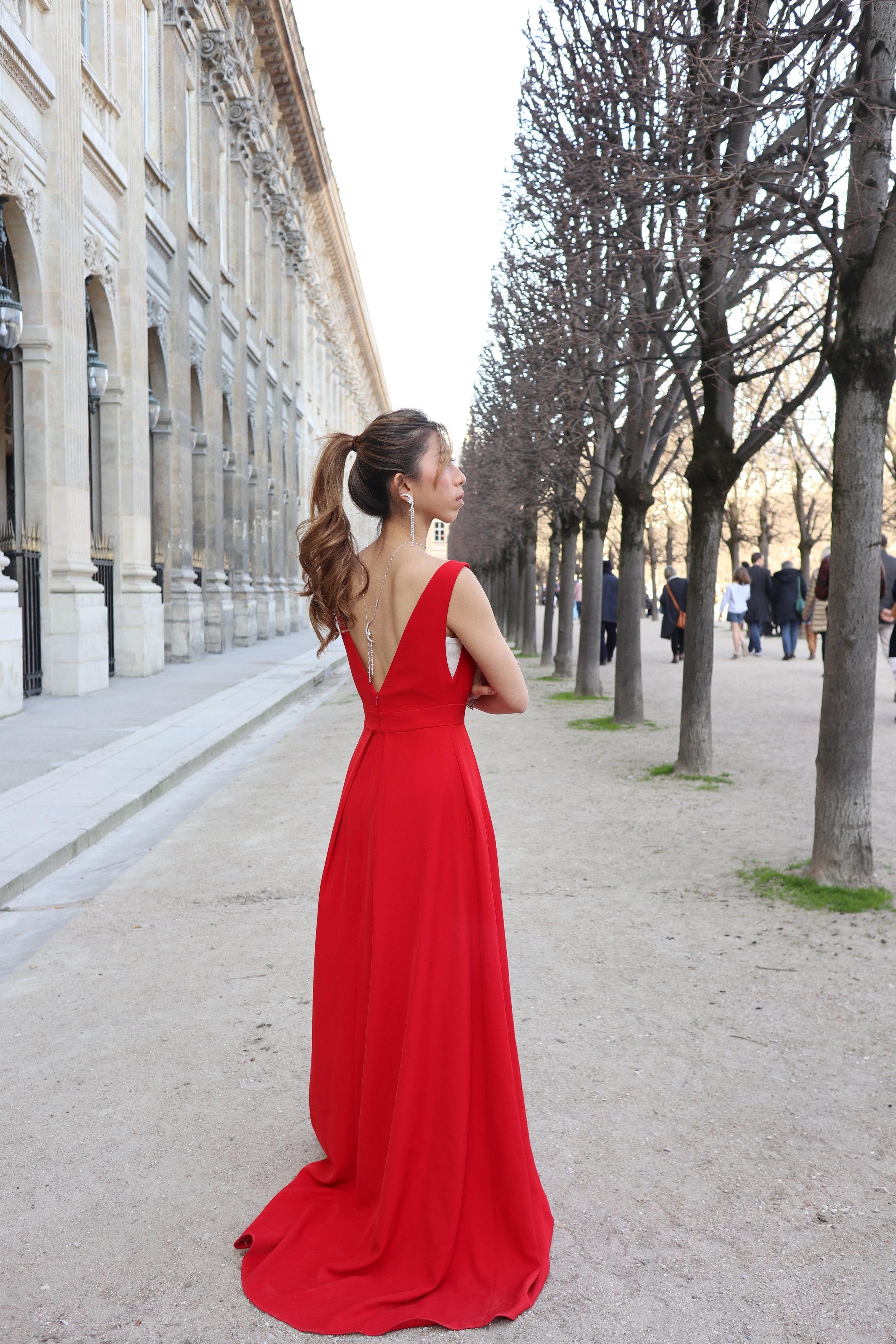 - Dress: CASPIALILI Abby (red)Accessories: APM MONACO Silver MÉTÉORITES DE NOËL Long Necklace