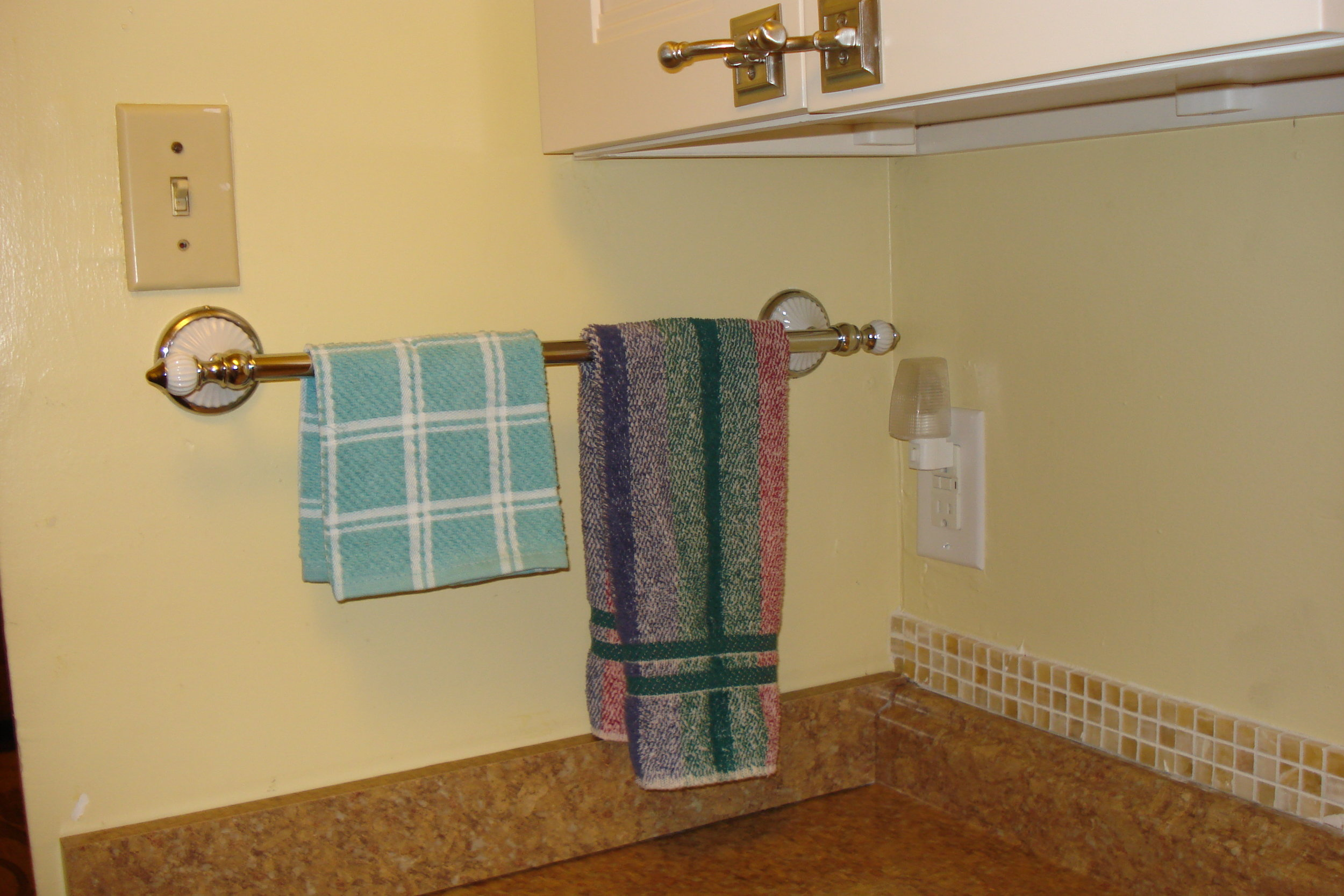 Suite2-Kit_Towels.JPG