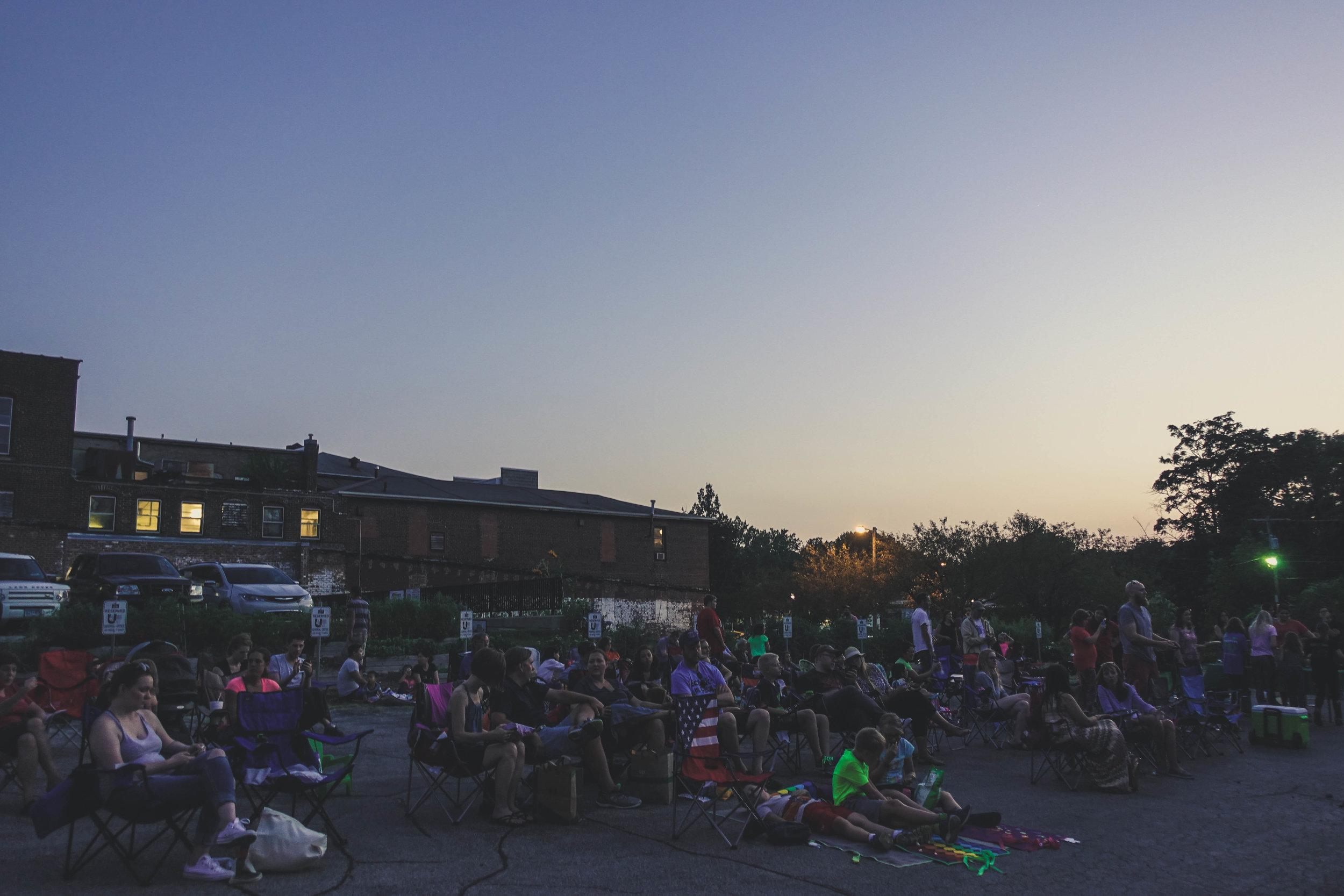 Urbanalove_Movienight_Crowd5.jpg