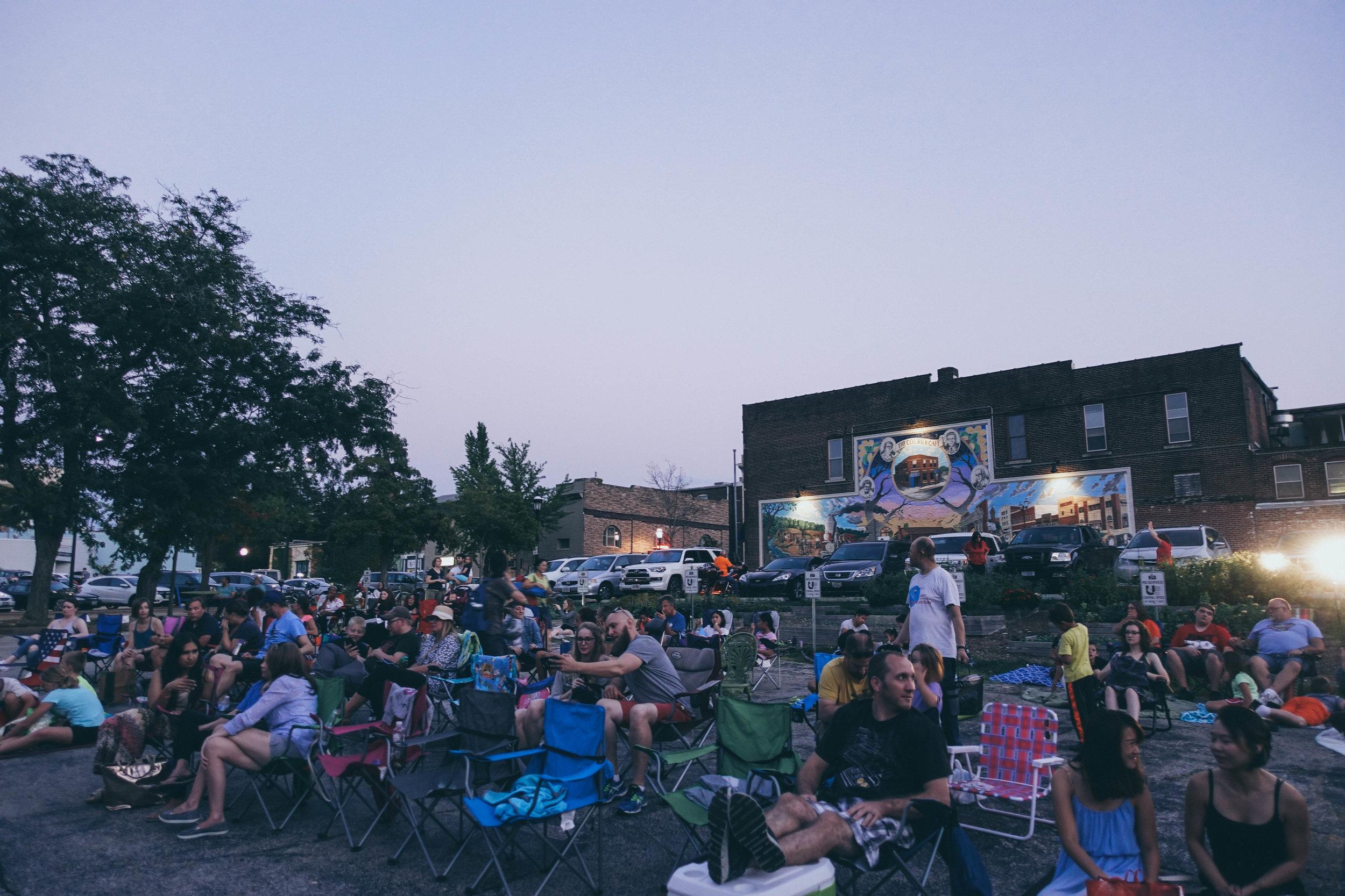 Urbanalove_Movienight_Crowd4.jpg