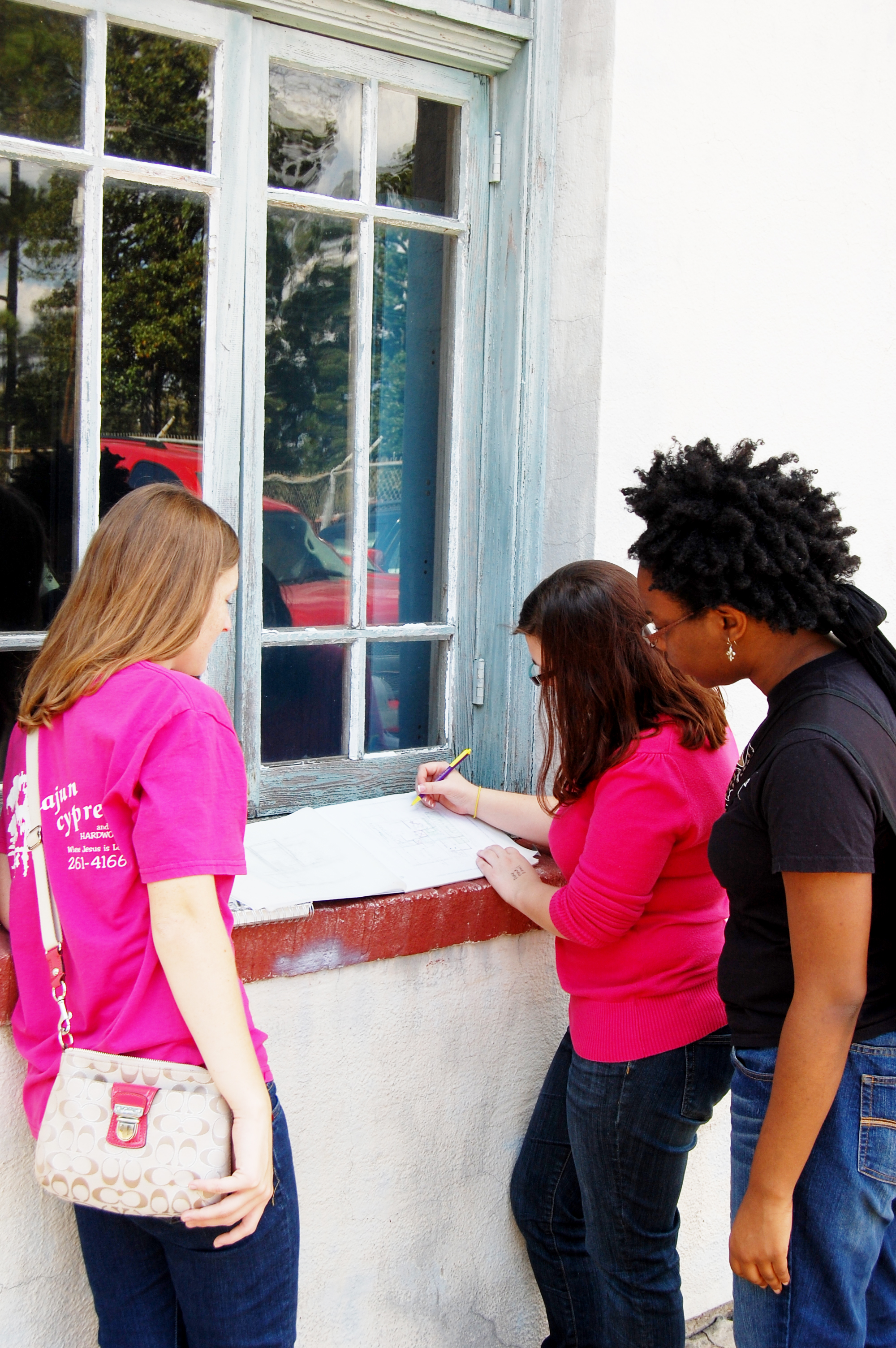 LSU Architecture students surveying the building and site