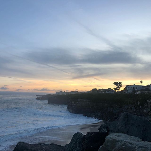 I haven't posted a sunset 🌅 photo in a while, so it is time for it 😀. Whenever you can, stop, breathe, relax - and feel the good vibes. ❤️🧘♀️🙏 🌊 . . . .  #amlingdesigns #amling #love #peace #breathe #amlingjewelry #goodvibes #goodvibesonly #oceaninspiration #ocean #oceanlove #santacruz #santacruzlife #madeincalifornia #madewithlove #beach #beachtherapy #beachart #handcrafted #oneofakind #love #waterlover #meaningfulgifts #handmadegifts #corporategifts