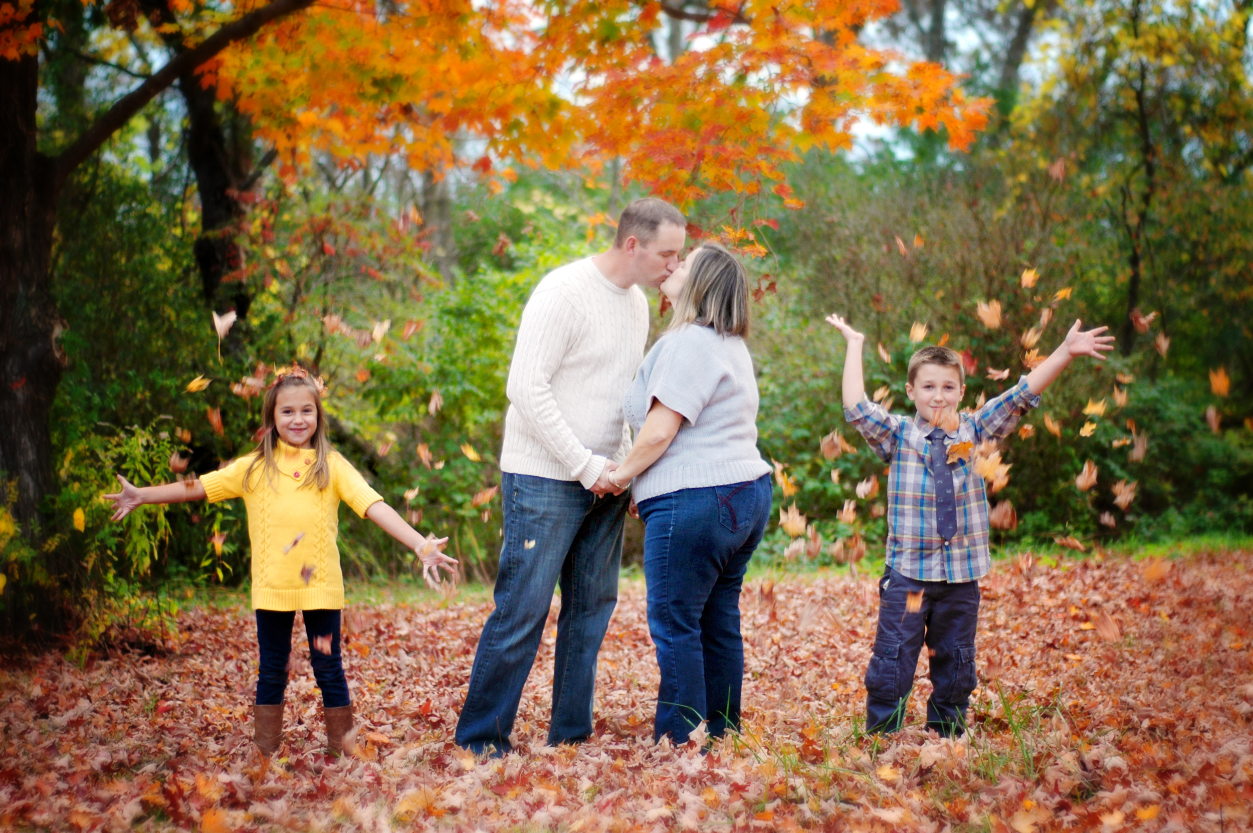 Fall-foliage-family-pictures