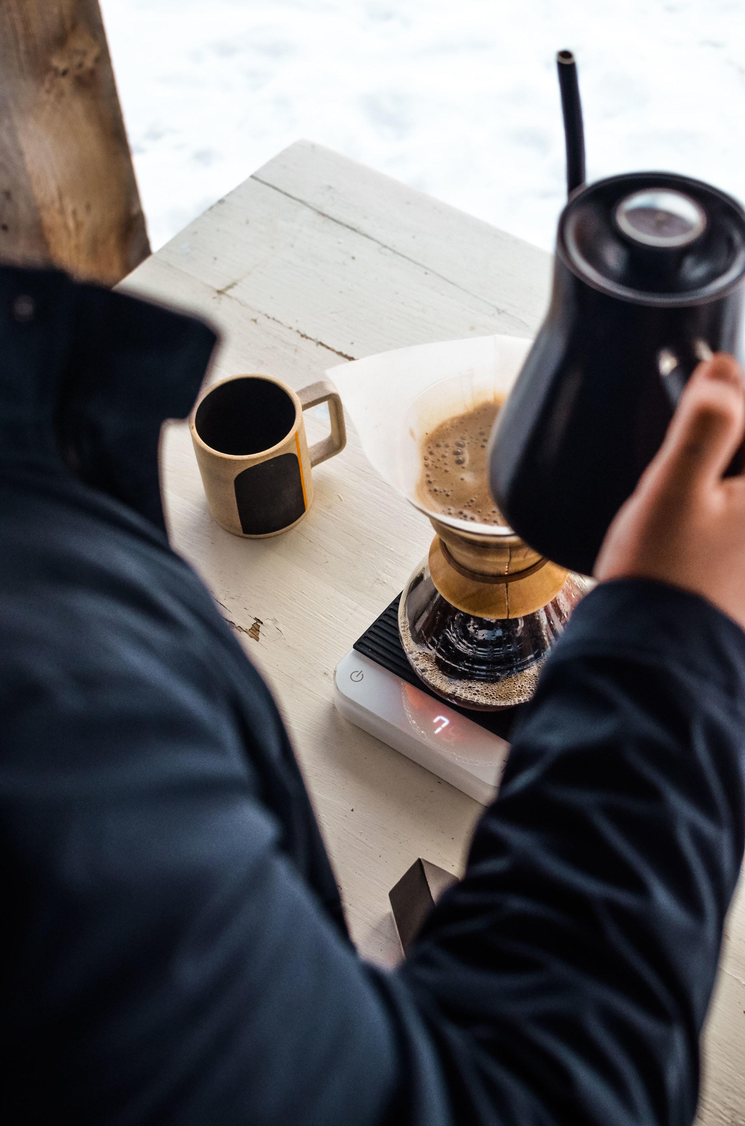 Wendling_Boyd_Field_Jacket_Huckberry_Coffee_outside_Hike-11.jpg