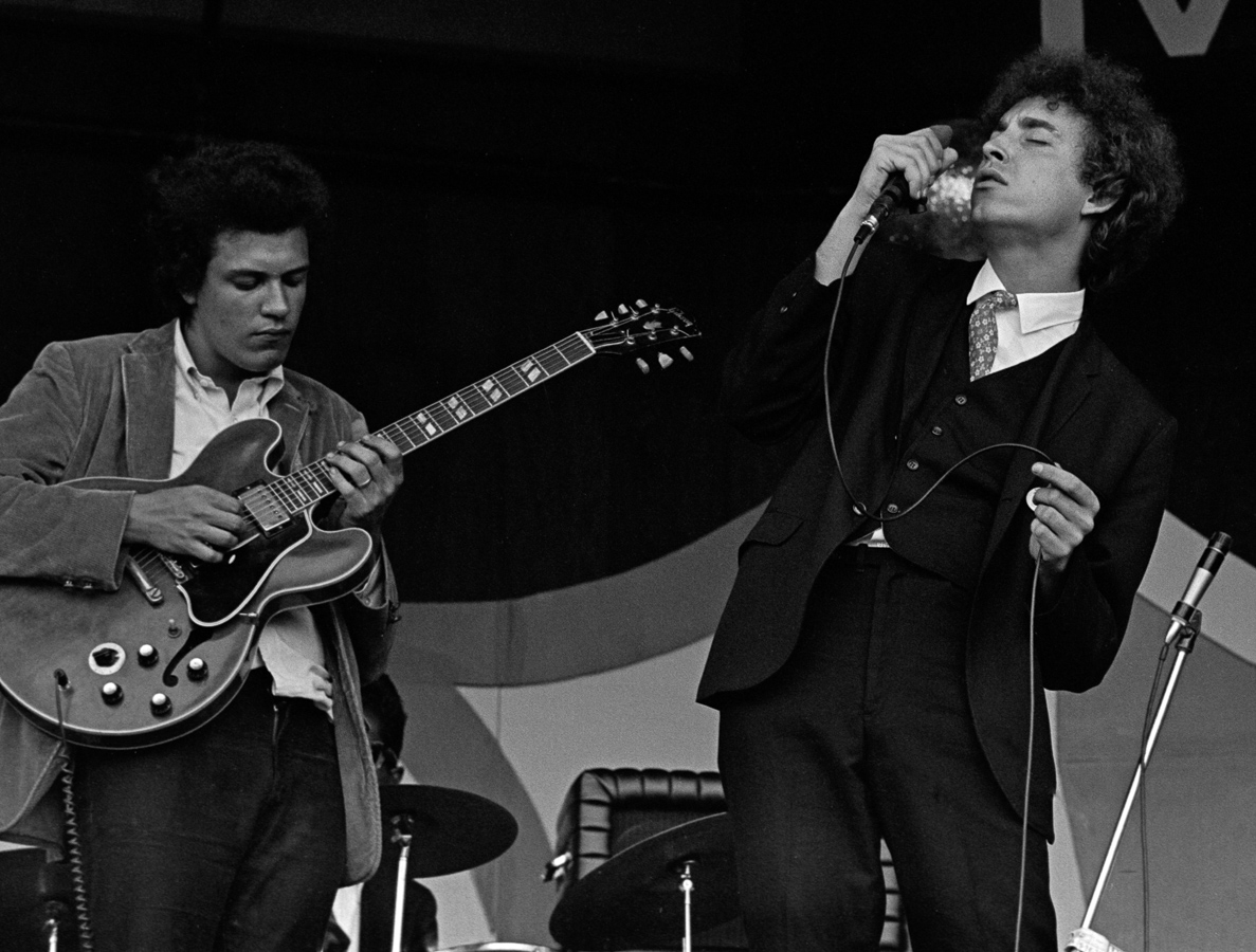 Michael Bloomfield (left) on guitar and Elvin Bishop (right) at the Monterey Jazz Festival, September 1966.