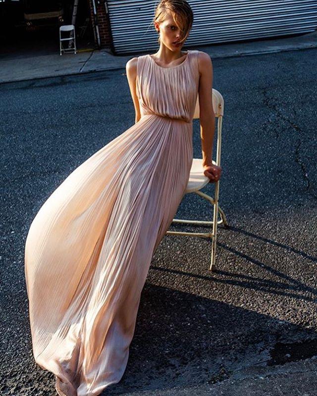 Williamsburg wind. Styling and hair by me #irinachernyak. Photo @jurij.treskow makeup @adurasova awesome model @helenedesmettre production @styleindetailsnyc  dress by @marialuciahohan24 @doraziopr #williamsburg #fashionstylist #socialmediamarketer