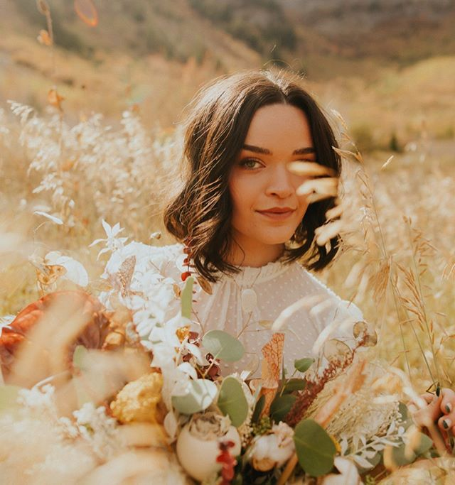 Up on the mountainsides under midday light 🌞 something fun I had the privilege of shooting with some rad people recently! Florals / @denisekayfloral @cactusandtropicals  Model / @sassienna_